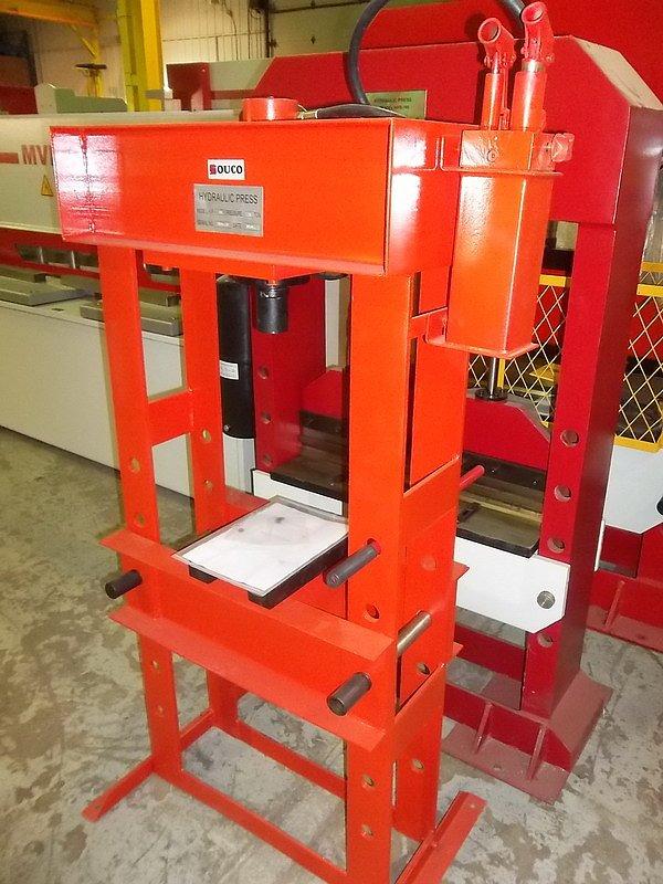 MANUAL PRESS BRAKE MACHINE 30T